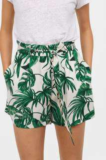 Leaf print shorts with belt