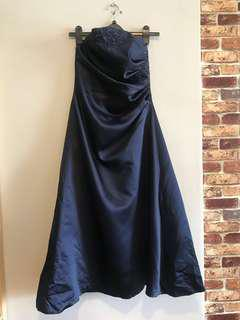 Evening dress with embroidery in navy blue