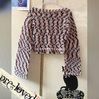 Bacl & pink knitted L/S cropped top