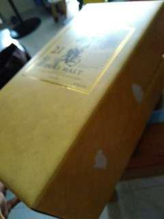 竹鹤21年威士忌,吉禮盒一個,兩邊盒側有破损,介意勿投。