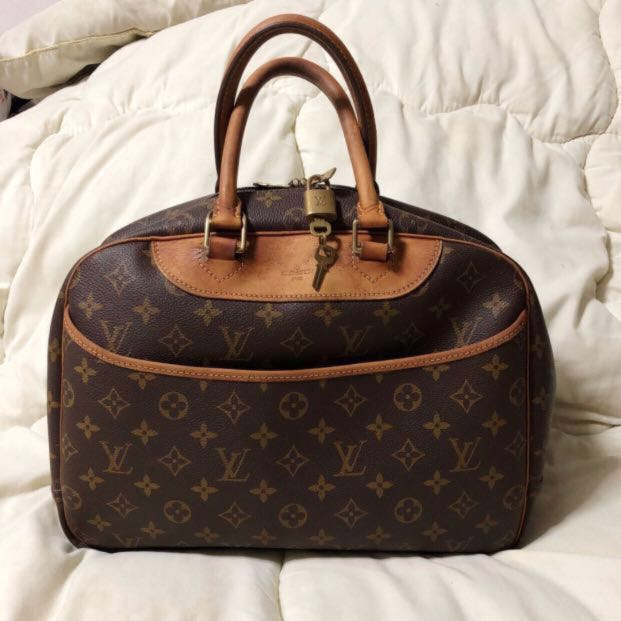 211d8c00c71b Louis Vuitton LV Deauville Monogram Canvas Hand Bag