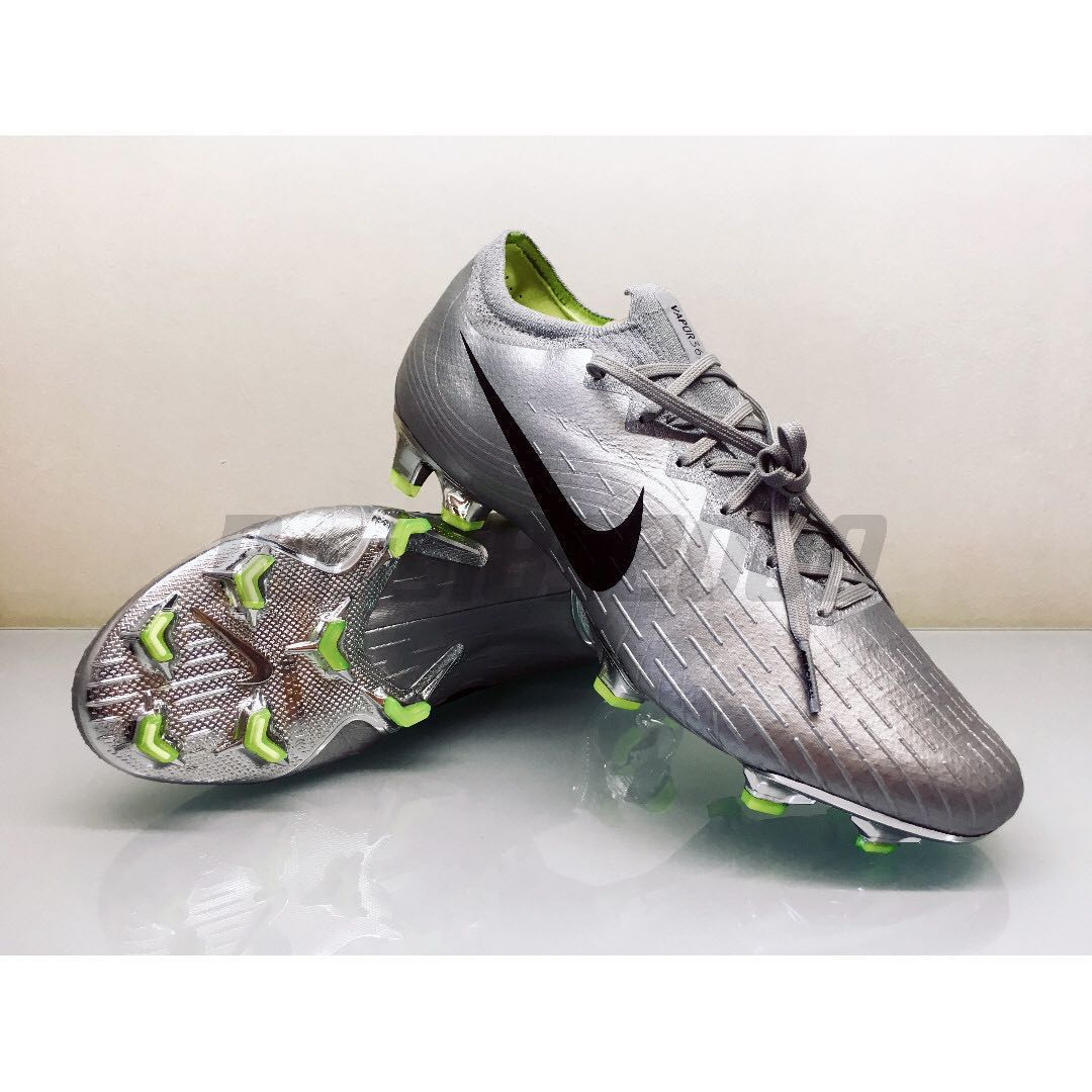 7c2b9ac3bdf4 Nike Mercurial Vapor 360 Elite FG Premium NikeiD Football Boots 2002  version (Limited Release), Men's Fashion, Footwear, Boots on Carousell