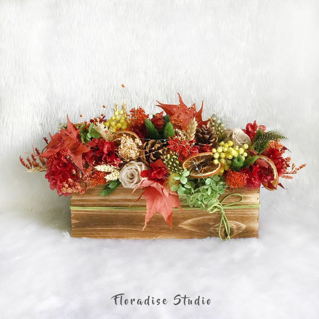 Preserved And Dried Flower Table Arrangement Autumn Home Services Others On Carousell