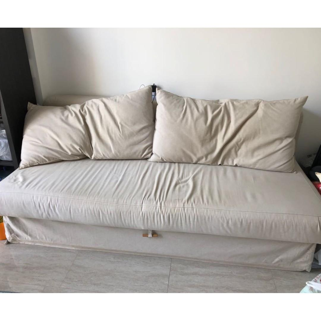 Ideas About Using Queen Size Bed As Couch
