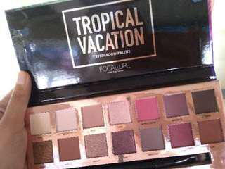 FOCALLURE TROPICAL VACATION 14 COLORS EYESHADOW PALETTE
