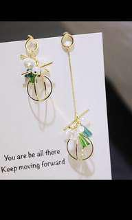 🚚 水晶珍珠多彩 不對稱鋼針耳環