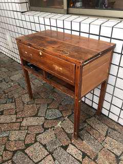 🚚 古董手工實木桌。