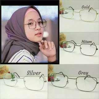 Kacamata persegi nisya sabyan