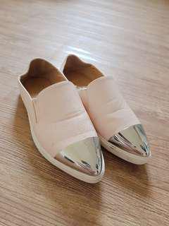 🚚 金屬拼尖頭鞋