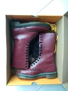 Dr. Martens boots Cherry wine red