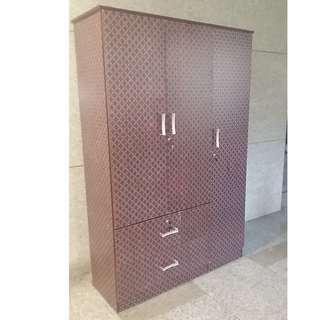 WD-320 3 Door Cabinet WS