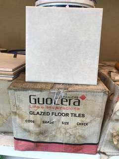 Guocera glazed ceramic floor tiles - 215 pcs. 瓷砖
