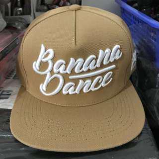 Topi coklat khaki banana dance