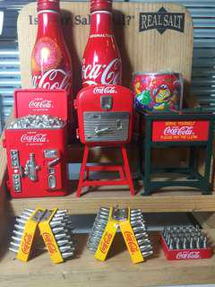 (賤賣)可樂擺設9件,送木製展示架