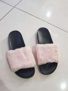 Sandal bulu / furry sandals