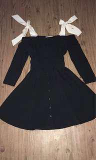 Offshoulder dress black