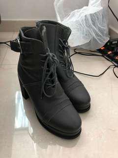 Rococo boots