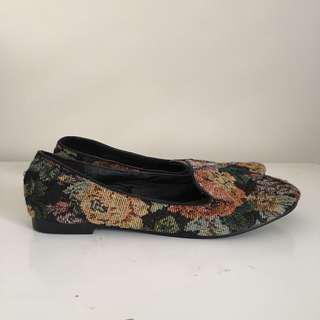 Size 7 brand new floral flats