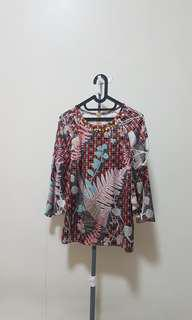abstract loose top