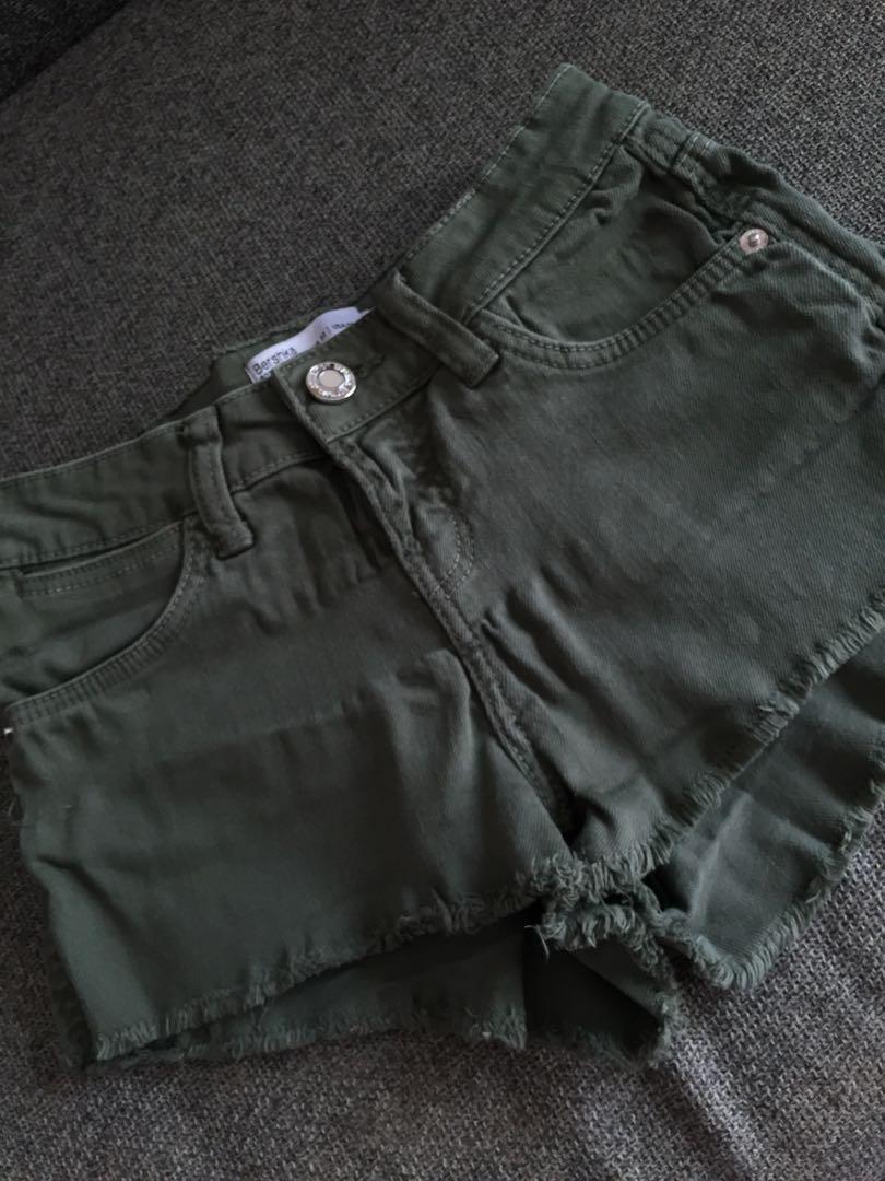 c4fc33d1cb Army green Bershka shorts, Women's Fashion, Clothes, Pants, Jeans & Shorts  on Carousell