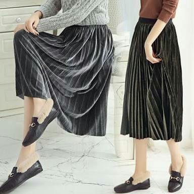b559ed3b23 Baru-- Rok velvet plisket, Women's Fashion, Women's Clothes, Dresses &  Skirts on Carousell