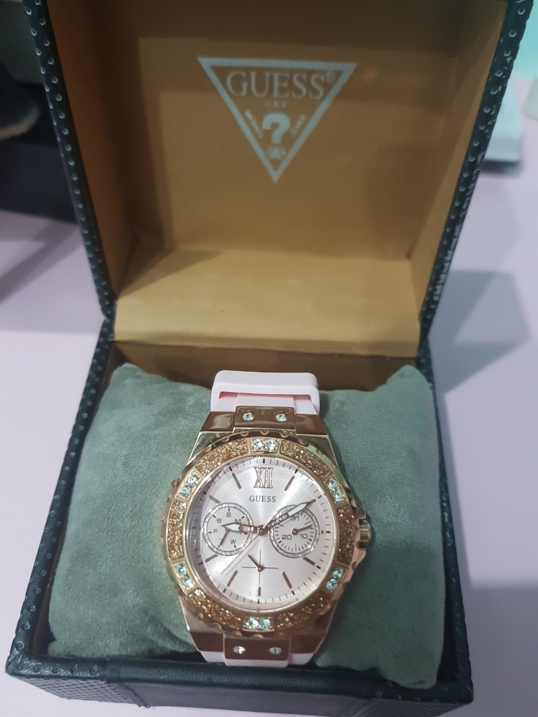 4bdb22fe2e90 Guess Watch (100% Authentic)