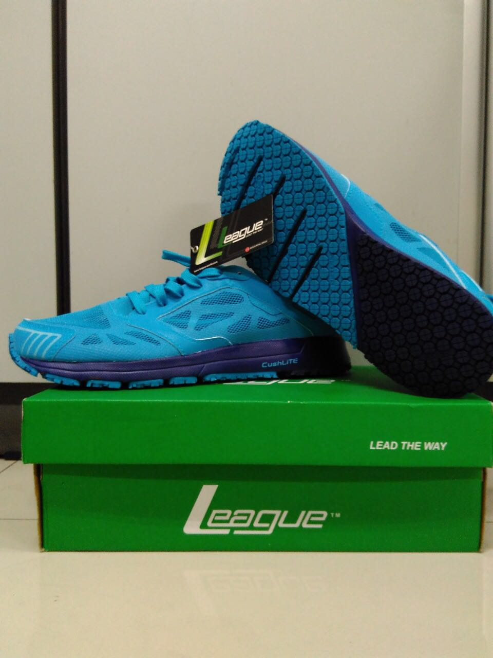 c98cc9c5c6 Sepatu biru league (sneaker)