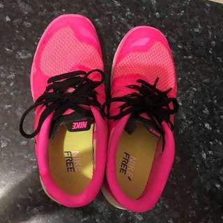 🚚 降給妳!保證正品 專賣店購入Nike跑步鞋