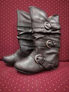 Kid's Boots size US8