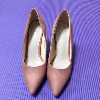 🚚 粉色絨布尖頭低跟包鞋