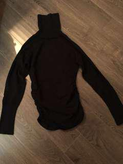 Black turtleneck from guess in good condition sz m