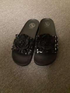 Guess sandals sz 7
