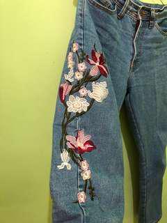 Embroidery Boyfriend Jeans