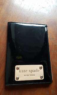 KATE SPADE PATENT LEATHER PASSPORT HOLDER, BLACK