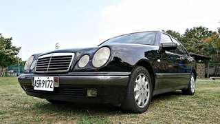 經典大小眼~百年造車工藝~最佳入門優質好車~維修便宜~故障率低~開賓士就是這麼簡單~推薦你~M-BENZ E200 請洽0952-569-058