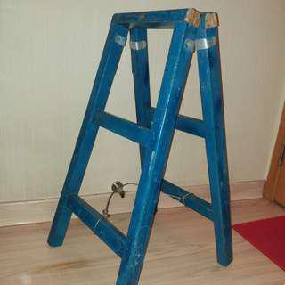 藍色折疊木梯