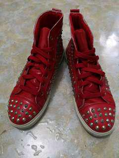 Midcut red spike shoes (size 42=US 8)