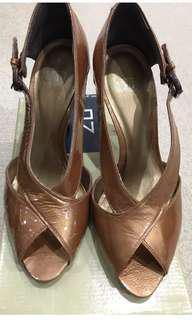 Zu Xanadu crackled leather heels sz 9