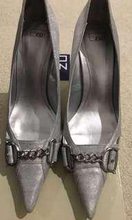 Zu leather silver heels sz 9