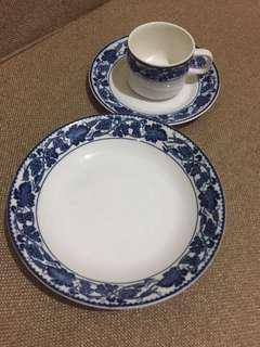 Cake plate + cup & saucer