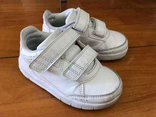 Adidas小童白球鞋 kids white shoes
