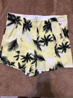 黃色高腰短褲size M-L