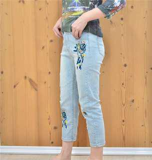 BNWT Light wash embroidered jeans