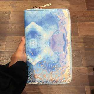 Typo Travel Wallet / Compendium