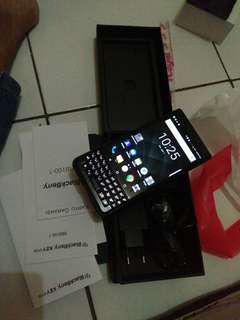 Blackberry keyone garansi resmi baru sebulan mulus