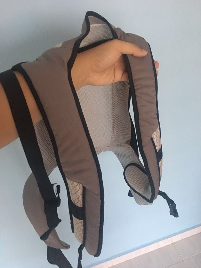 1eb049eedd6 Giving away baby carrier for parents in need