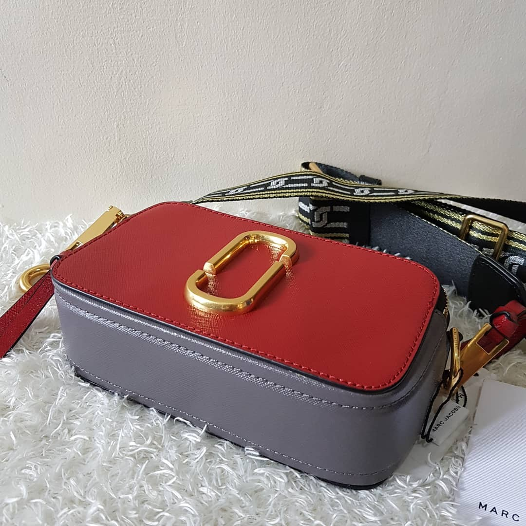 08af39b6882 ON HAND: Authentic Marc Jacobs Snapshot Small Camera Bag, Women's Fashion,  Bags & Wallets on Carousell
