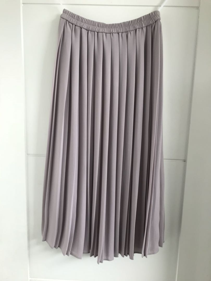 ab1ec8a079 Uniqlo Pleated Skirt, Women's Fashion, Clothes, Dresses & Skirts on ...