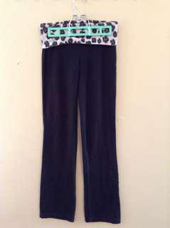 PINK Yoga Pants size xs Leopard/Sequin Detail