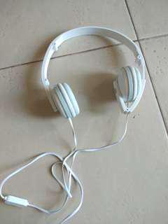 Headset putih gjby